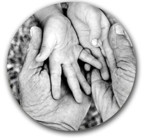 Des mains représentant l'âge du corps